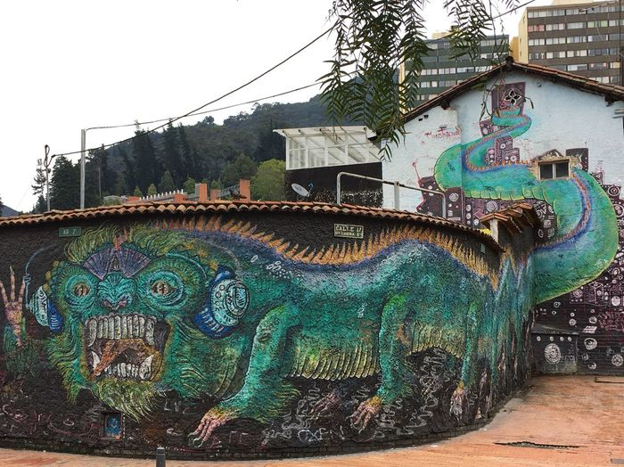 Built Structure Architecture Building Exterior Art And Craft Creativity Day Representation No People Graffiti Animal Representation Wall - Building Feature Multi Colored