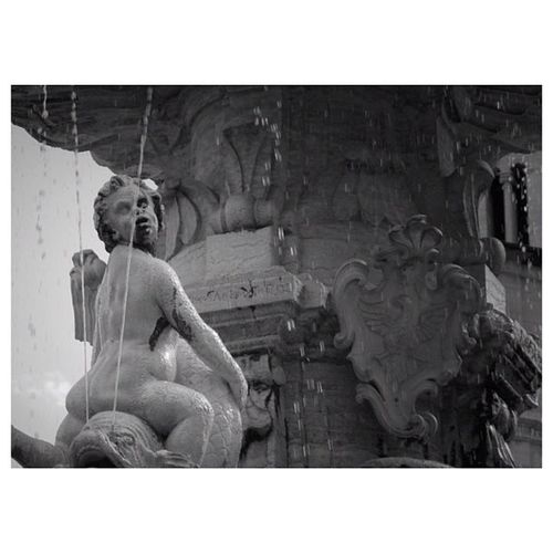 """les démons ténébreux aux amours se mélangent"" - Trento, Italia Trento Igersmonaco Photooftheday Jjforum Sparkle Biancoynero Bnw Picoftheday Noiretblanc Monument Followme Water Instamood Noir Bestoftheday Blackandwhite Jj  Italy BWlovers Fountain Instagood Sculpture Instadaily Olympus Pictureoftheday Bw Primeshots"