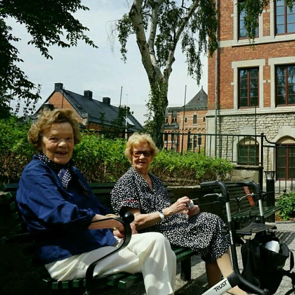 O.G Best Friends Old Ladies Johannes Skola Rullator Vasastan Stockholm The Human Condition Johannesskolan Stockholm