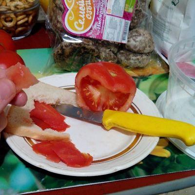 #мирдолжензнатьчтояем #мирдолжензнатькакяем пища вегетарианство Food мирдолжензнатькакяем Tomato Amazing Vegetables Vegetarian Knife Tomatoes Instamood 2013 Instagood Instaday Еда мирдолжензнатьчтояем нож