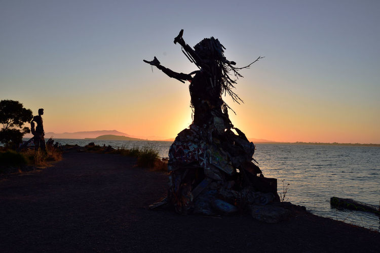 The Albany Bulb 8 Albany, Ca. Waterfront Peninsula Eastern Shore San Francisco Bay Former Landfill Dump For Contruction Materials Closed 1987 Became A Home For Urban Artists An Anarchical No Man's Land Outsider's Art Sculptures, Murals, Graffiti, Installation Art Made From Waste Recycled Materials The Bulb Public Art Urban Art Sunset Sunset_collection Sunset Silhouettes Bum's Paradise 2003 Movie Sculpture : Water Goddess The Humanoid Sundown