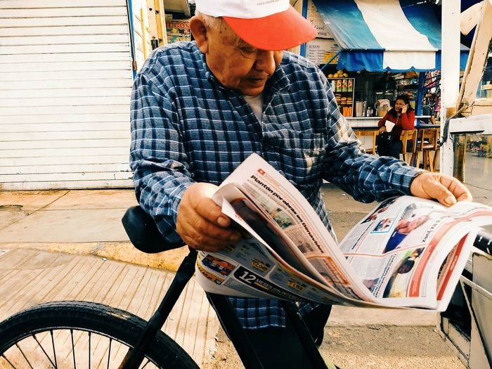 Periódico de Ayer VSCO Streetphotography Lima,Perú Men Working Holding Bicycle Newspaper Journalism Publication