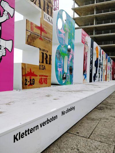 Freiheit Berlin VS klettern verboten. // No climbing at the freedom sign ;) #FREIHEITBERLIN City Multi Colored Street Art Graffiti Architecture Built Structure