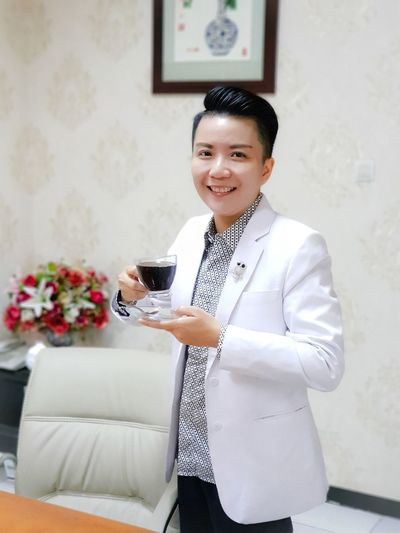 good morning with coffee booster.. Happiness Happy Face Smiling Smile Morning Morning Coffee Flower Portrait Women Beauty Smiling Happiness Beautiful People Black Coffee Coffee - Drink Coffee Cup Beverage The Modern Professional My Best Photo