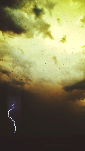 Thunderstorm in my first days at Ying. Ying County Shanxi Province Thunderstorm Inky Sky Poor Visibility Anxiety