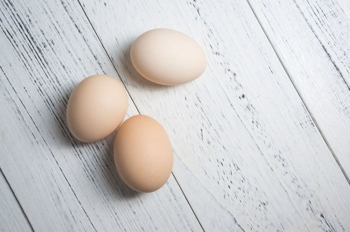 Egg Food And Drink Healthy Eating Animal Egg Food Raw Food Table Protein Freshness Eggshell Wood - Material Egg Carton Indoors  Dairy Product Cracked Boiled Egg Ingredient Egg Yolk Brown Fragility