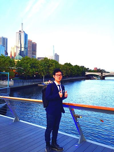 It's My Holiday Style!!! I Lovin Suits Jaket !! I Loving Melbourne Beautiful View!!! I Don't Want To Leave Here!!! This Good Life Is Only 3 Days. In The Future , I Will Be Back In Melbourne With My Good Wife, In The End Of Absolutely!!!! HAHAHAHAHAHA