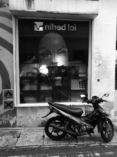 Walking around Huawei P9 Leica Black And White No People City