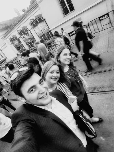 Istiklalcaddesi Streetphotography Smiling Happiness Cool Life Life Is Good Have Fun View Happy Niceday Friends Dostlar Taksim Istiklal Enjoying Like