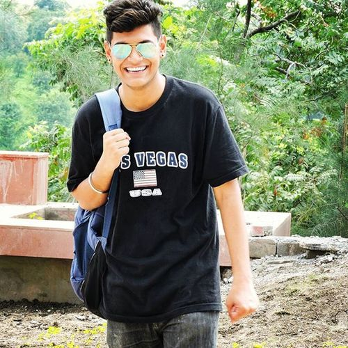 Portrait Highprofile Killerlook Sweettooth Collegefun Likeback Lookoftheday ShadesOfCool Noedit Nocomparison ...@humzakn ty Bhai for this Karripic Jaiyvi