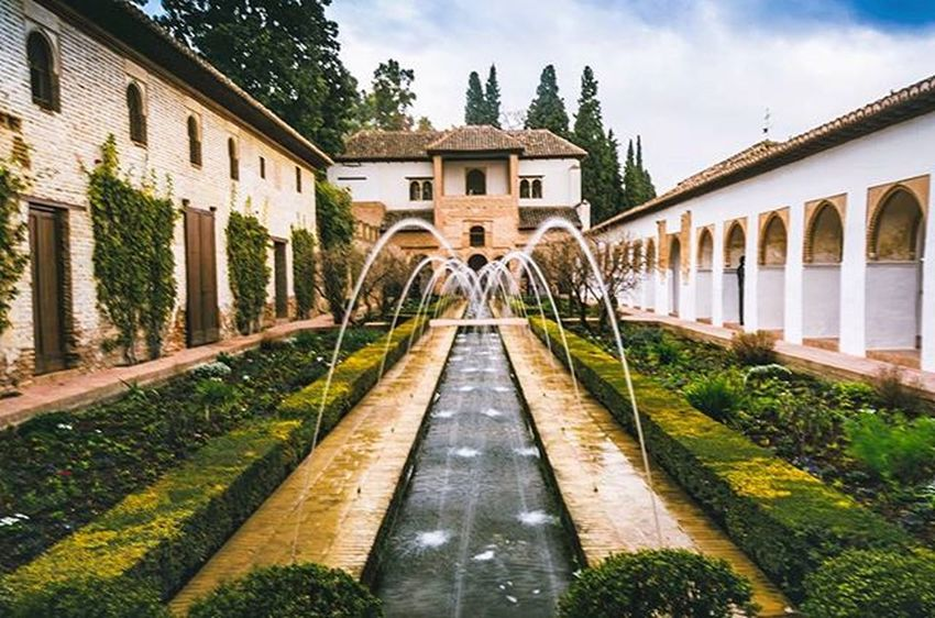 Another of the many awesome views you'll come across at the Alhambra Palace. I slowed shutter speed here a fraction to get the water blur. Alhambra Palace Granada Andalucía Andaluciagrafias SPAIN Spain_beautiful_landscapes Spain_gallery Spain_greatshots Shotsofspain Lovespain Ig_spain Ok_spain IG_andalucia Ig_granada Spainiswonderful Total_spain Ig_spain_ Beautiful Instagood Nikon Nikonphotography Nikon_dslr_users Picoftheday Photooftheday picturesque landscape_lovers stunning_shots amazingphotohunter superhubs_shot