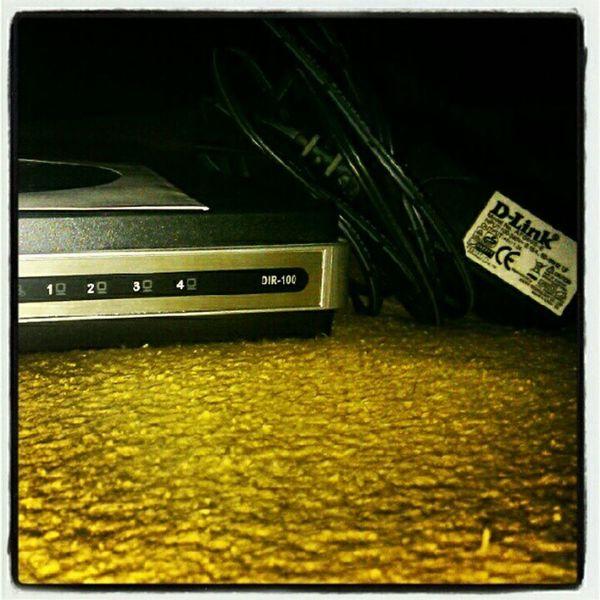 Nechcete někdo? Funkční modem, případně i LAN kabel...Forsell
