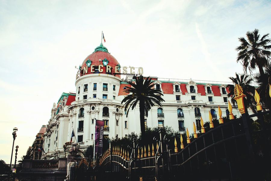 Luxury Hotel Negresco Nice / Nizza France🇫🇷 South France The Architect - 2017 EyeEm Awards лазурныйберег ницца EyeEmNewHere Palm Trees Promenade Des Anglais The Street Photographer - 2017 EyeEm Awards Travel Destinations Negresco Hotel The Photojournalist - 2017 EyeEm Awards The Great Outdoors - 2017 EyeEm Awards International Landmark Live For The Story Mix Yourself A Good Time Your Ticket To Europe The Week On EyeEm Second Acts Rethink Things Be. Ready. Luxurylifestyle  EyeEm Ready   AI Now