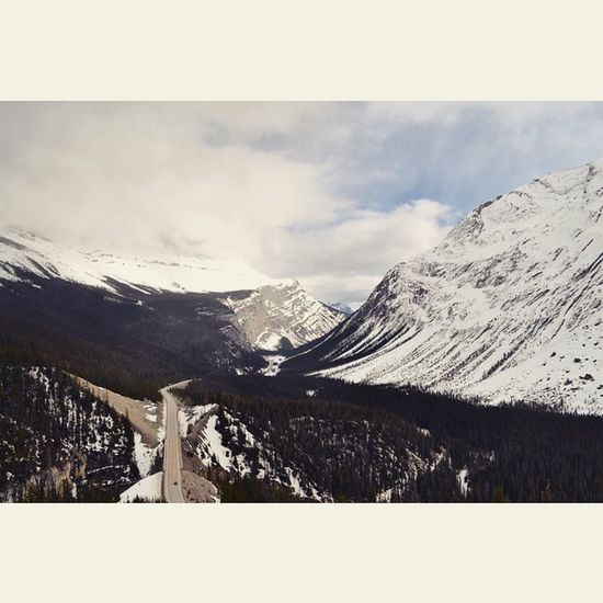 Icefields Parkway - Alberta, Canada. Keepexploring Winter Banff  Imagesofcanada Pictureoftheday Paradise Beautiful Beautifulroads Rockymountains Jasper Explore Explorealberta Mountains Nature North Greatnorthcollective Canmore Canada Tourismcanada Tourismalberta Solotraveling Ab Alberta Icefieldparkway Beautifulroads