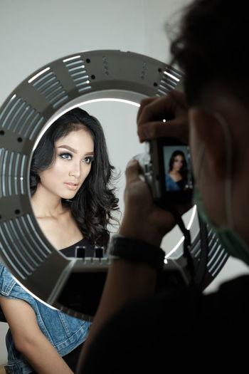 Photoshoot Photography Themes Men Young Women Make-up Mirror Headshot Photographer Photographic Equipment Digital Camera Camera Photo Shoot Photographing Camera - Photographic Equipment Film Studio