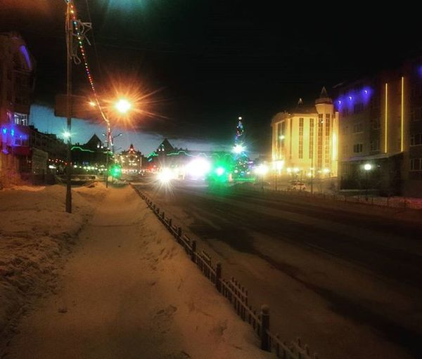 Нет, это не вечер и даже не ночь, а всего лишь 9 утра 😄 Салехард север ШелНаРаботу НемногоХолодноСегодня 😕 -25°