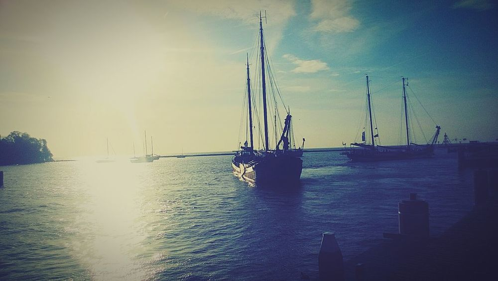 I have so much pictures from ships and habour, because i like it Lovethem♥