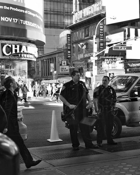 Cops in New York are watching. USA New York Cake Boss Cops NYPD Police Street Photography X100t Fujifilm