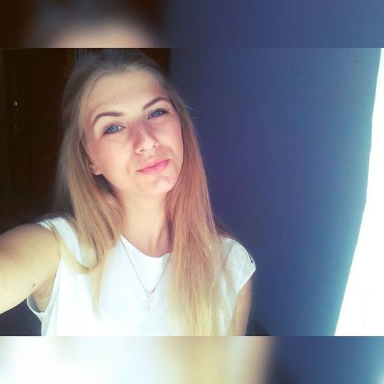 Me Lips Aye  Girl sweet blondgirl like_like_like instagram instalike likeforlike