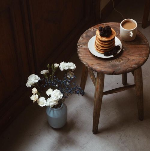 Coffee Cup Coffee - Drink Table Indoors  High Angle View No People Vase Food And Drink Flower Freshness Day Food Ready-to-eat Studio Shot Freshness EyeEm Best Shots EyeEm Nature Lover Photooftheday Photography Indoor Vacations Art Gallery