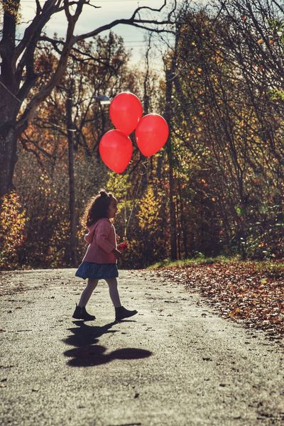 Niklas Storm Okt 2018 Preschooler Girl Tree Helium Balloon Full Length Child Childhood Balloon Red Girls Standing Shadow Helium Lightweight Birthday