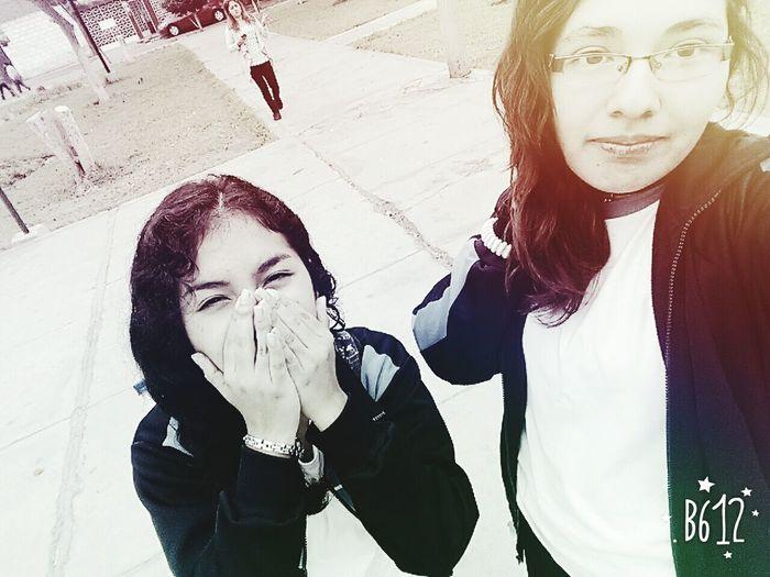 Mi amistad puede que no sea perfecta, pero es totalmente real. RealFriendShip