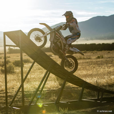 @hillsack on his #fmx compound at Walker Basin #california in fall #2014. Leave a comment, if you see what´s wrong on this picture or if you know what he is doing... #motosoul Backward California FMX Freestyle Motocross Freestyle Motocross Jimmy Hill Light Motocross Riding S