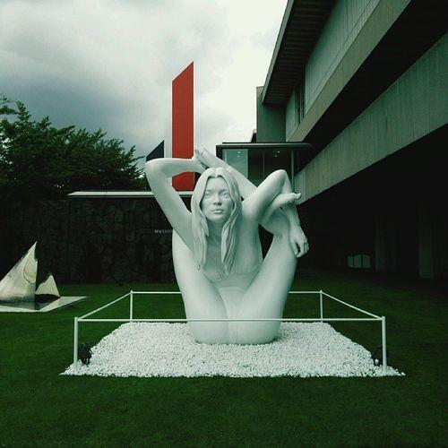 'Myth: Sphinx' by Marc Quinn, a sculpture of Kate Moss 『現代美術のハードコアはじつは世界の宝である展 - ヤゲオ財団コレクションより』が始まりました。巨大なケイトがヨガのポーズでお出迎えです! Katemoss Marcquinn Art Contemporaryart ケイトモス マーククイン アート 現代美術