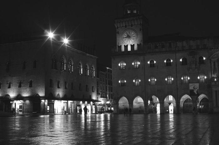 Nigthpicture Nigthphotography Nigthview Nigthscapes Bologna, Italy Bologna Centro Bolognacity Landscape_Collection Landscape_photography Urban Landscape Urbanphotography Urbanlandscape Hanging Out Followme