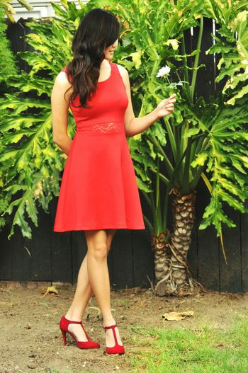 Esther Feng Capture The Moment Modeling Outdoor Photography Red Dress Flower Anonymousnate Gorgeous Go Green White Rose