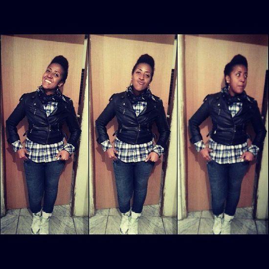 PowerGirl Beautifulgirl Swaggirl Style swag iceatyle underground urbanstyle blackwoman brown blackgirl xadrez jaquetacouro nikewhite janellemonoe hairstylisy amazinggirl Hi rolê hahaha ninguém precisa saber o porque desse sorriso :D
