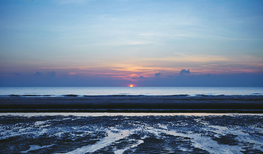 sun rise Sun Rise Beach Beauty In Nature Early Morning Horizon Over Water Nature No People Outdoors Scenics Sky Sun Rising Tranquil Scene Tranquility Water