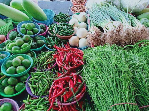 Farmers Market For Sale มะนาว Lemon ตลาดนัด Flea Market Vegetable มะเขือ พริก ผัก Green Color Maket Close-up