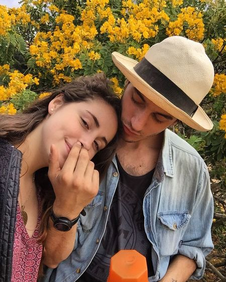 Couple - Relationship Teenager Outdoors Chile Relaxation Flower Happiness Beauty In Nature Polola Girlfriend La Amo