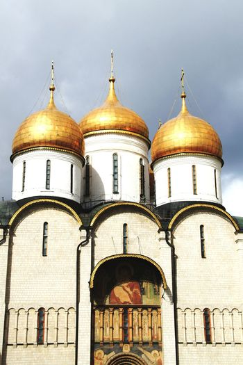Dormition Cathedral Dome Architecture Religion Place Of Worship Building Exterior Built Structure No People Travel Destinations Outdoors Close-up Travel Politics And Government Kremlin Architecture Russia Russia Moscow, Russia Moscow Kremlin Kremlin Complex Cathedral Place Of Worship Spirituality Gold Architecture Gold Colored