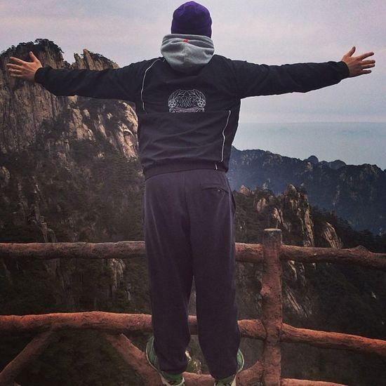 Maailman kingi.:D Alla parisataa metriä pudotusta. Yellowmountains Huangshan RUK