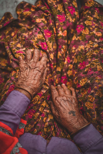 🍁 Tattoo Indian Culture  Old-fashioned Rusty Hand People Streetphotography Netgeoindia Featured Photo EyeEm Best Shots Natural Light Portrait Waiting Sitting Natural Beauty Age Aging Human Body Part Adult Hand Human Hand Women People Celebration Body Part Clothing Traditional Clothing Floral Pattern A New Perspective On Life