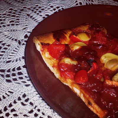 Veggiepizza. Paprika, Pilze, Chili. Vegan Foodporn