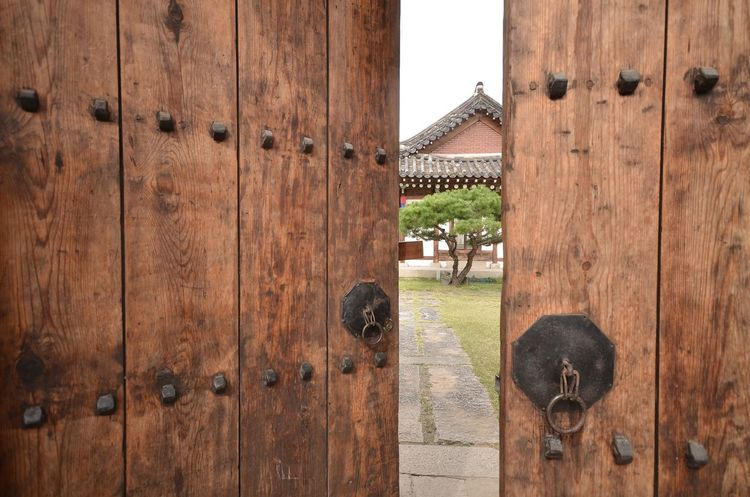 Traditional door / Korea . Architecture Built Structure Building Exterior Traditional Door Korea Tradition Traditional Hanok Korea Wood - Material Woodn Wood Grain Architecture Old-fashioned Pattern Door Textured  EyeEmNewHere