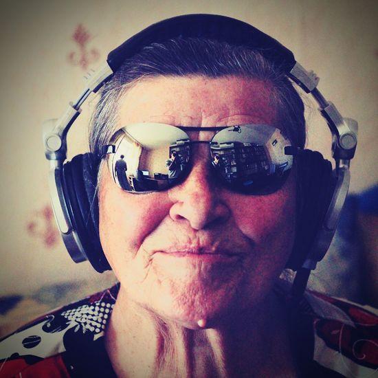 Моя бабушка - диджей. Диджей музыка Music Headphones Dj