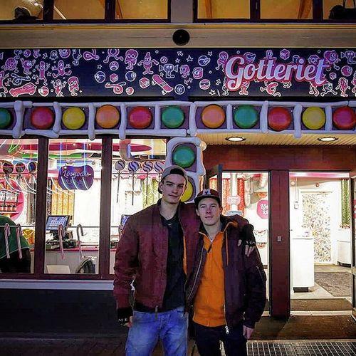 📷 Två herrar ville vara med på bild👍 Friends Randomdudes Perfect Gotteriet Liseberg @schmitt740