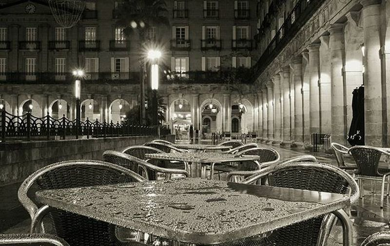 Plaza Nueva a 2/3 submission for 3shotsmonochrome challenge invited by my dear friend @saioaelizondo. Now i would invite: @bruneti22 @axianaritz @db_designsinc. Only if you want to have fun with bnw, no pressure, 3 images, one per day, and invite 3 of your friends per day! Have fun! Blackandwhite Bnwsplash_paisvasco Total_bnw Bnw_greatshots Ok_bnw Verybilbao Bilbosoul Ilovebilbao Total_euskadi Estaes_paisvasco Loves_euskadi Ig_sanat Igersbilbao Igersbizkaia Igerseuskadi Igersspain Igerseurope