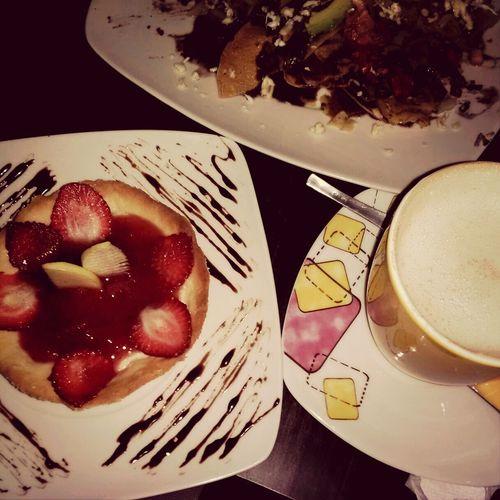 the perfect combination 4 a Small Bite Spiced Chai + Strawberry pie! ñ_ñ!