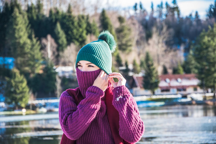 One Person Hat Clothing Real People Winter Knit Hat Warm Clothing Portrait Water Lifestyles Young Adult Sweater Leisure Activity Day Waist Up Women Nature Scarf Outdoors Cold Temperature Winter Wonderland Winter Weather Holding Hairstyle International Women's Day 2019