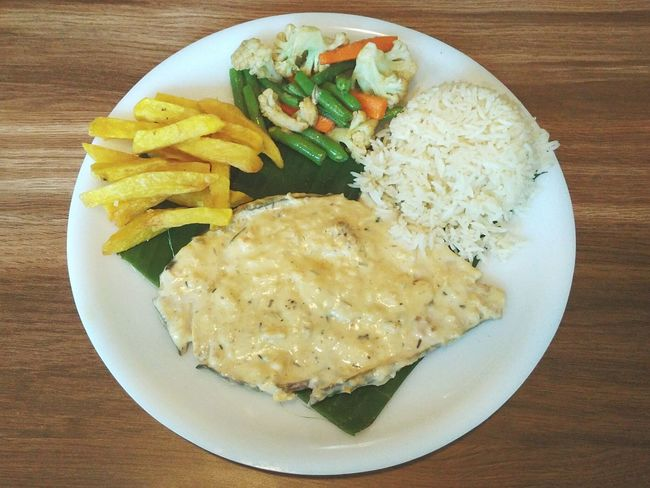 Kingfish Steak with Peppered Cream Gravy. Food Serving Size Food And Drink Freshness Temptation Food State Meal Cooked Steak Dinner Steak Kingfish Goa Goa India Seafoods Banana Leaf Presentation South India French Fries Veggies Fish Meal Creamy Sauce Butter Garlic Sauce Gourmet Healthy Eating Rice Cake