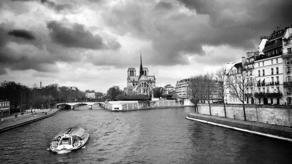 Good Evening, Bonne soirée EE_Daily: Black And White EyeEm Bnw Bnw_paris BNW PARIS