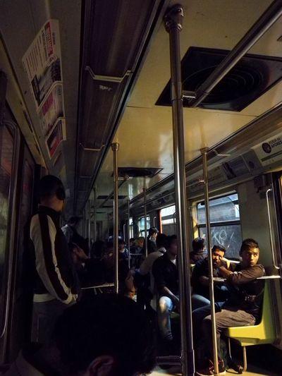 No estoy en El Bronx, es sólo que se quedó sin electricidad el Metro / I'm not in Bronx, is just the Mexican subway without electric energy 🚎 😜. subway méxico Mexico Ci Subway México Mexico City HUAWEI Photo Award: After Dark