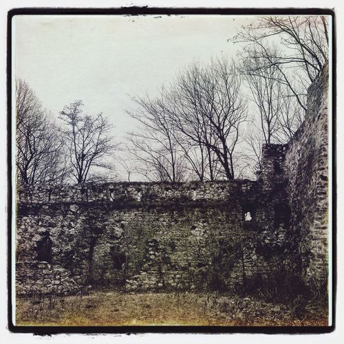 Southern fortification, the castle of Trencin #fortification Castle #trencin #walls #bulwark Wall #nature Trees #snapseed #vscocam #oggl #iphonephoto Iphonephotography