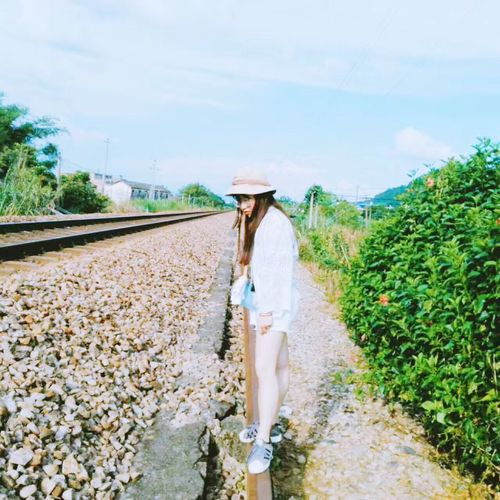 My friend took a picture of me❣ One Woman Only Only Women One Person Adult Adults Only Casual Clothing Agriculture Full Length Sun Hat One Young Woman Only Young Adult Women Standing Day People Sky Growth Plant Young Women Outdoors