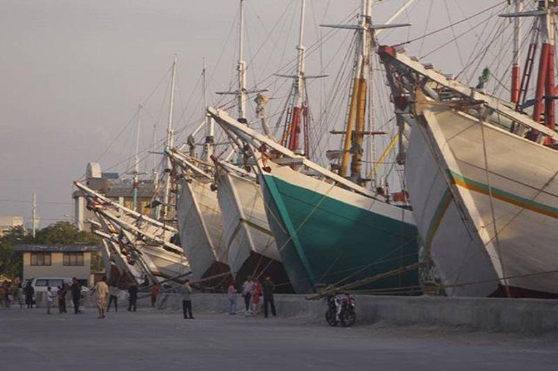 Menepi sejenak untuk melepas penat sebelum berlayar kembali Senja  Pelabuhan Harbour Canon60d Canonphotography Shoot2kill Explorecapturecreate
